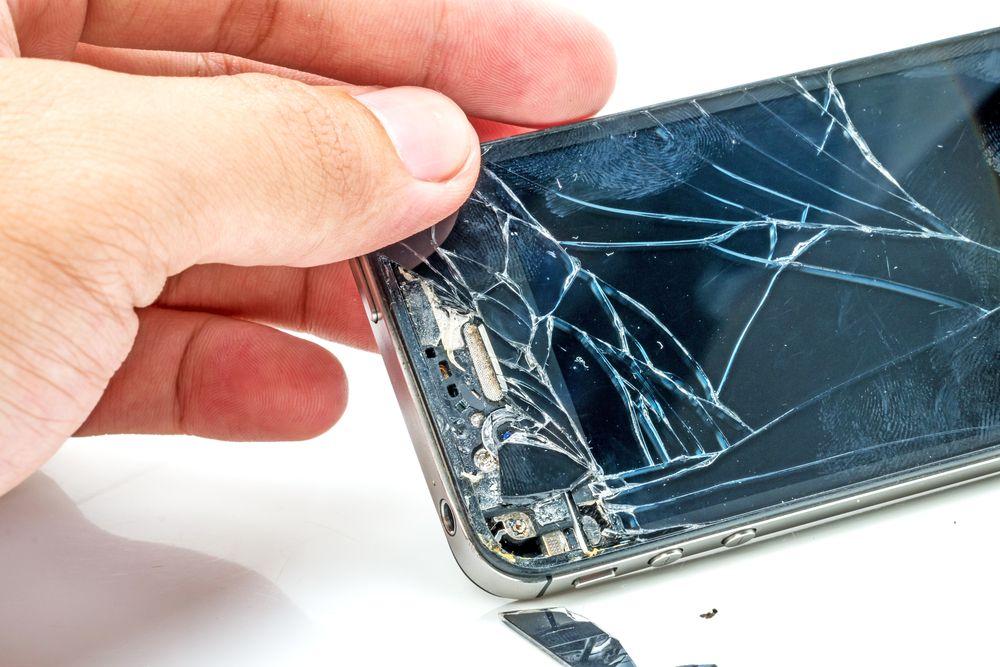 inlocuim sticla la display de apple iphone 4s.