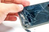 Inlocuire sticla display iPhone 6s pret 249 lei.